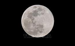 Mặt Trăng đang co lại