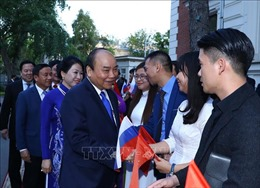 Thủ tướng thăm Đại sứ quán và nói chuyện với cộng đồng người Việt tại Liên bang Nga
