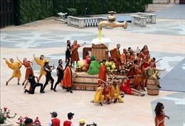 Trên200 diễn viên, nghệ sỹ quốc tế trình diễn 'Vũ hội ánh dương'