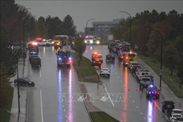 Bắt 2 hung thủ xả súng tại trường học ở Colorado khiến 9 học sinh thương vong