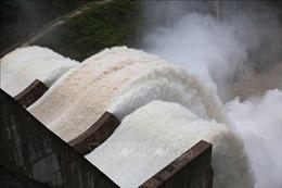 Lở đất, 17 công nhân mắc kẹt nhiều giờ trong đường hầm nhà máy thủy điện