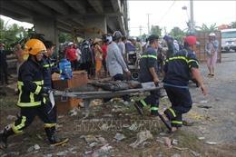 Vụ 2 xe ô tô rơi từ cầu Hàm Luông, Bến Tre: Thêm hai nạn nhân tử vong