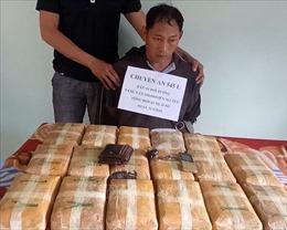 Bắt đối tượng người Lào vận chuyển 100.000 viên ma túy tổng hợp