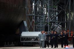 Nhà lãnh đạo Triều Tiên Kim Jong-un thị sát tàu ngầm mới chế tạo