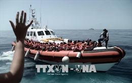 Thêm một tàu chở người tị nạn cập cảng Italy bất chấp lệnh cấm