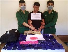 Khen thưởng lực lượng triệt phá vụ vận chuyển 24.000 viên ma túy tổng hợp