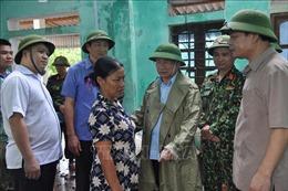 Bộ trưởng Nguyễn Xuân Cường kiểm tra thực địa ứng phó hoàn lưu sau bão số 4 ở Hà Tĩnh