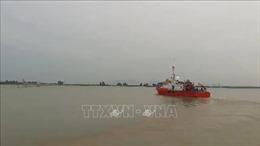 Khẩn cấp cứu nạn tàu cá Nghệ An cùng 16 ngư dân bị nạn trên biển