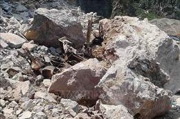 Đá rơi khiến 3 công nhân mỏ đá thương vong