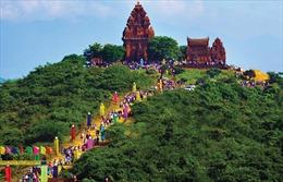 Triển lãm 'Việt Nam những sắc màu văn hóa'