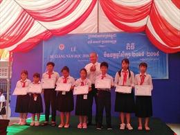 Trường Tiểu học Tân Tiến của con em Việt kiều tại Campuchia nỗ lực vượt khó
