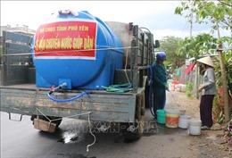 Bộ đội Phú Yên cấp nước sinh hoạt miễn phí cho người dân vùng khô hạn
