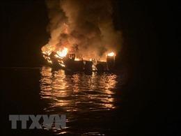 Mỹ cam kết điều tra vụ cháy tàu ngoài khơi đảo Santa Cruz