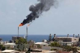 Giá dầu tăng khoảng 1% do quan ngại về nguồn cung ở Saudi Arabia