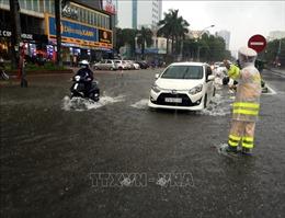 Nhiều tuyến đường ở Nghệ An vẫn bị ách tắc do sạt lở, ngập nước