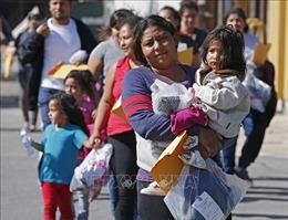 Thẩm phán Mỹ chặn quy định giam giữ trẻ em nhập cư vô thời hạn