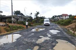 Ám ảnh 'hố voi, ổ gà' trên quốc lộ 27 đoạn qua Lâm Đồng