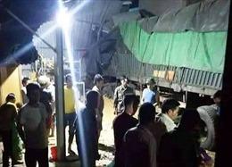 Xe đầu kéo chở ngô tông sập nhà dân, 2 vợ chồng bị tử vong