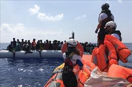Tàu cứu trợ Ocean Viking đưa gần 200 người cập cảng Italy