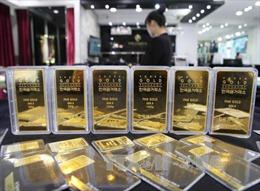 Giá vàng giảm xuống gần mức thấp nhất trong một tuần qua