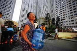 Người dân Khu đô thị Linh Đàm 'rồng rắn' mua nước sạch dịch vụ