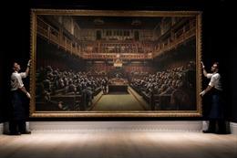 Tranh sơn dầu của Banksy được mua lại với mức giá kỷ lục 12,1 triệu USD