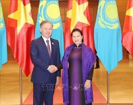 Chủ tịch Quốc hội Nguyễn Thị Kim Ngân hội đàm với Chủ tịch Hạ viện Kazakhstan