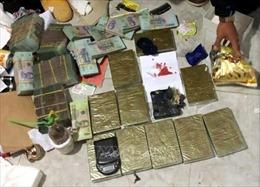 Bắt quả tang 2 giáo viên tiểu học mua bán số lượng lớn ma túy trên đường cao tốc