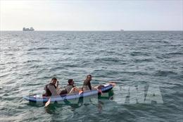 Anh giải cứu ít 15 người di cư ngoài khơi xứ England