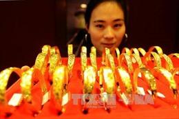 Giá vàng châu Á ít biến động khi đồng USD chật vật tìm hướng tăng