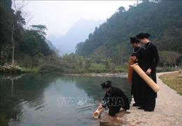 Tục lấy nước đầu năm mới của người Tày - Nùng ở Pác Bó