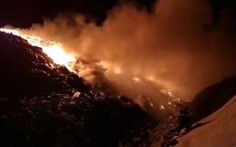 Người dân ngạt thở vì khói bụi do cháy bãi rác Cam Ly