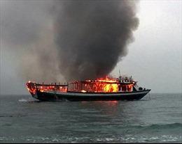 Cháy rụi tàu chở khách tuyến đảo Vân Đồn - Cô Tô