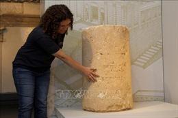 Phát hiện hình chạm khắc 2.000 năm tuổi trên bức tường trong hồ nước sâu 12 mét