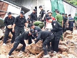 Cứu trợ khẩn cấp người dân bị thiệt hại do mưa lũ tại Khánh Hòa
