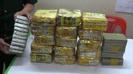 Thu giữ 2 kg nghi ma túy đá ngay trung tâm chợ Lao Bảo, Quảng Trị
