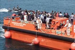 Maroc giải cứu 133 người di cư bất hợp pháp trên các thuyền tạm ở Địa Trung Hải