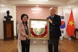 Nguyên Phó Chủ tịch nước Trương Mỹ Hoa thăm Đại sứ quán Việt Nam tại Hàn Quốc