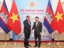 Phó Thủ tướng Phạm Bình Minh hội đàm với Phó Thủ tướng Campuchia