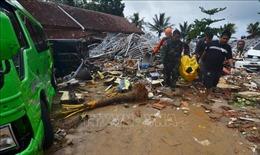 Công tác cứu hộ thảm họa sóng thần ở Indonesia gặp nhiều khó khăn