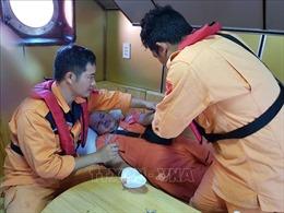 Các ngón tay dập nát, thuyền viên nước ngoài được đưa vào cảng Nha Trang khẩn cấp
