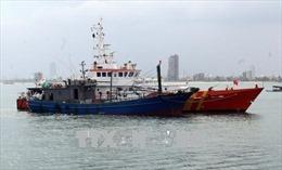 Khắc phục sóng to, cứu nạn thành công 9 ngư dân trôi dạt cùng tàu cá hỏng máy
