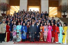 Thủ tướng Nguyễn Xuân Phúc gặp gỡ các kiều bào dự chương trình Xuân Quê hương