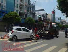 Xe ô tô mất lái gây tai nạn liên hoàn làm 4 người thương vong