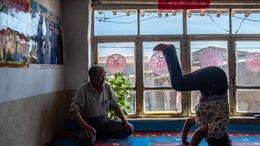 Học viên Yoga được bồi thường 668 triệu đồng vì gãy chân khi tập