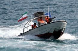 Iran nã rocket gần tàu sân bay Mỹ trên Vịnh Ba Tư