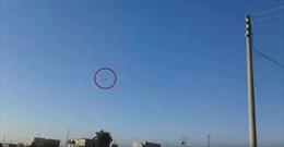 Xem tên lửa hành trình Nga xé gió, thổi bay căn cứ phiến quân ở Syria