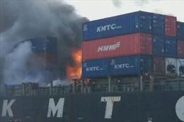 Video cháy nổ tàu hàng tại Thái Lan, ít nhất 50 người bị thương