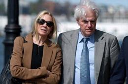 Án tù cho cặp vợ chồng Mỹ chạy điểm cho con