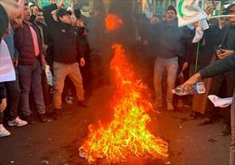 Người biểu tình Iraq tấn công, phóng hỏa Đại sứ quán Mỹ